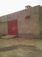Magasin et cour à louer/Store warehouse and yard for rent