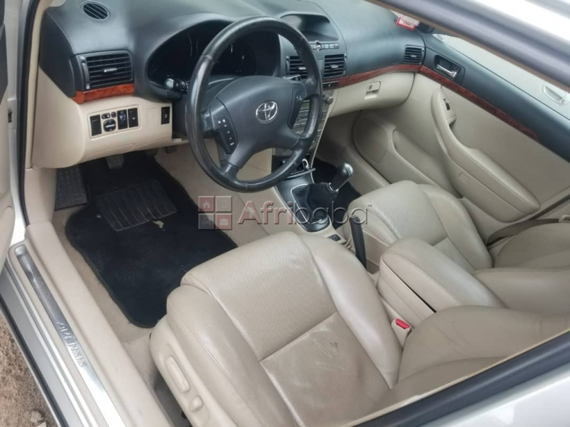 A vendre toyota avensis 2005 bs #1