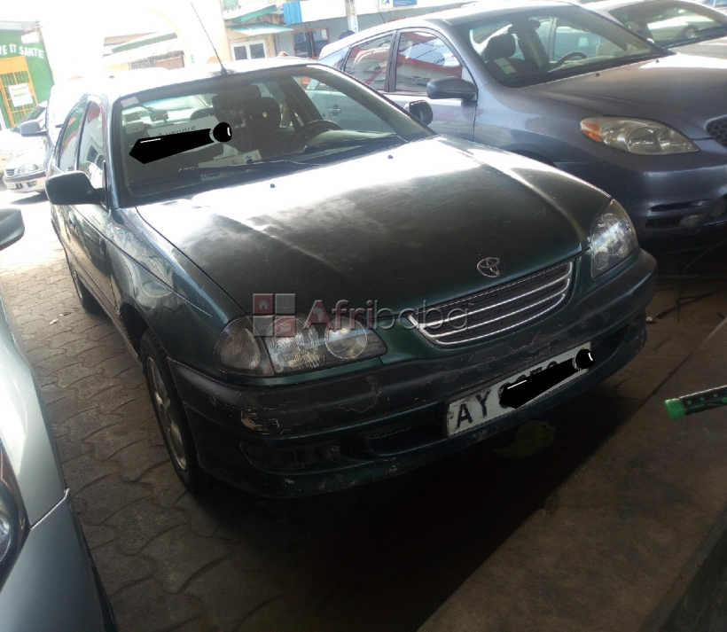 A vendre toyota avensis 2001 ay #1