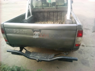 Pick up 4*4 double cabine nissan hard body année 2000