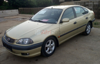 Toyota Avensis 2002, modèle leafback occasion d'Europe