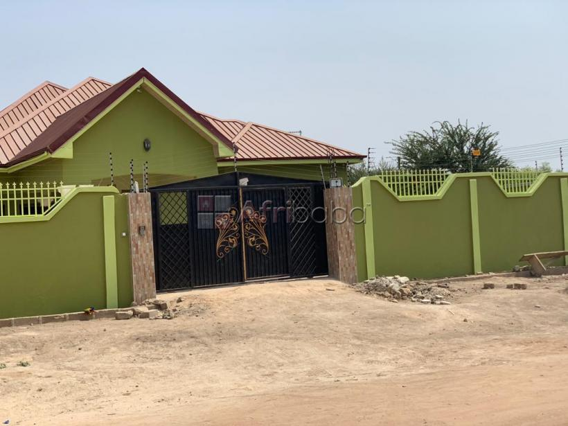 5 bedrooms house with 2 bedrooms boys quarters for sale #1