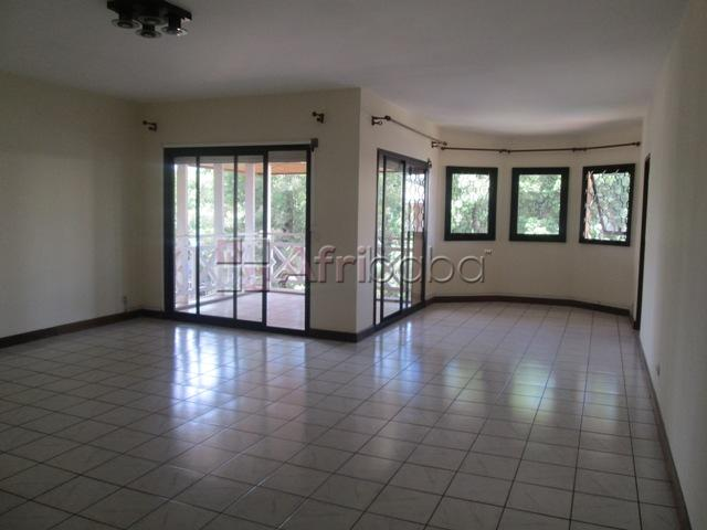 En location un bel appartement t5 à ambatobe ( las   ) #1