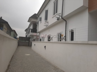 For Sale luxury 5 bedroom semi detached duplex @Agungi Lekki Lagos
