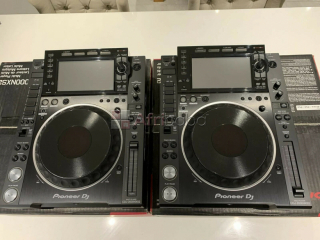 For sale 2x Pioneer CDJ-2000nxs plus 1 DJM-900nxs