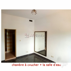 Appartement 2 chambres salon wc douches interne-cuisine