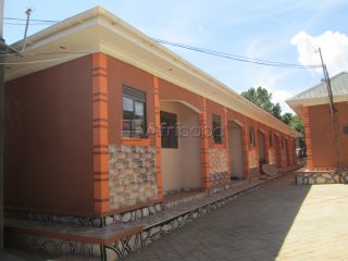 Standing self contained double room at 400000 a month in Kirinya.