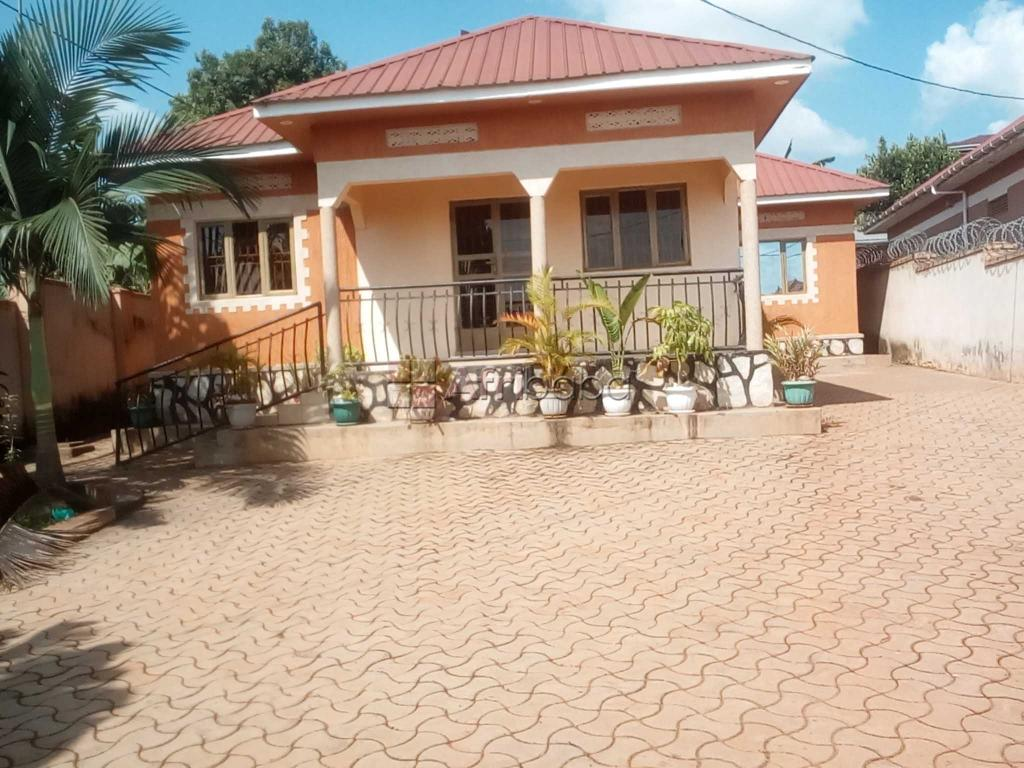 Four self contained bed room stand alone at 1m in Mbalwa, Kyaliwajala #1