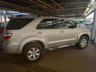 Toyota Fortuner 4.0V6 4x2 Automatic