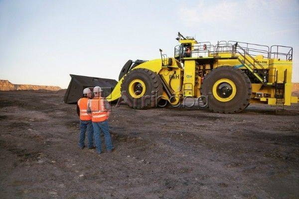 Grader oparating centre and folklifting machines #1
