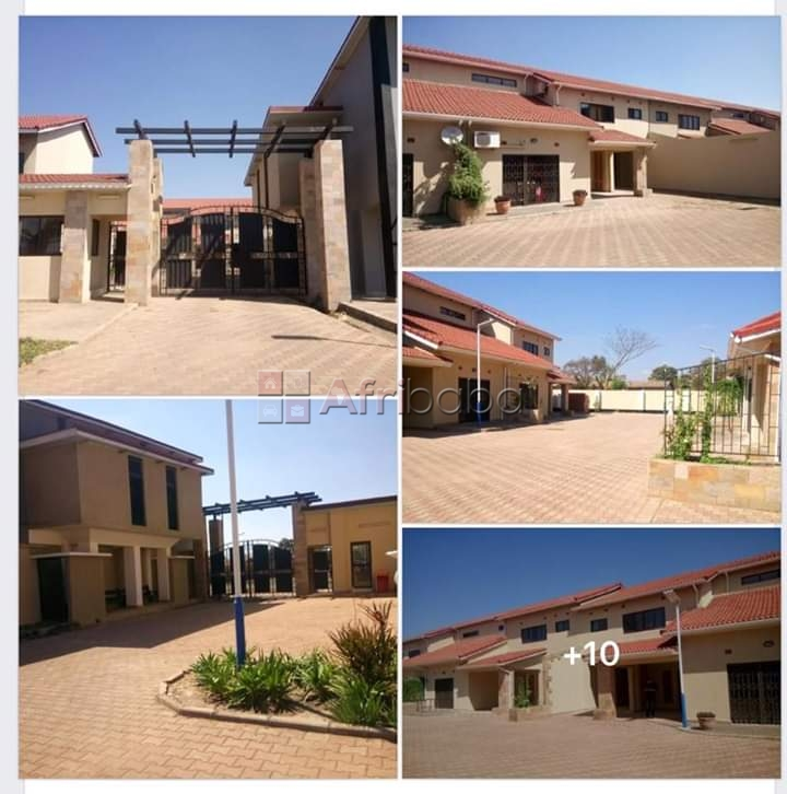 Four bedrooms house in ibex hill10 flats/apartments and offices for sa #1
